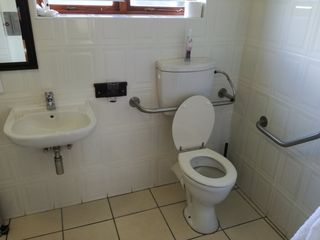 wheelchair disabled accommodation port elizabeth04